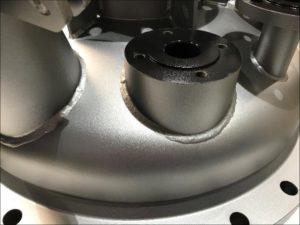 """Abbildung 1 Glasperlengestrahlte Behälteraußenfläche, zum """"anti-fingerprint"""" mit RhenoSilane MK I-SG-clear beschichtet"""